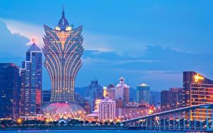 Фотографии Китай Небоскребы Здания Вечер Гостиница Macau, Grand Lisboa Hotel