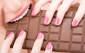 Обои Шоколад Пальцы Шоколадная плитка Зубы Пища