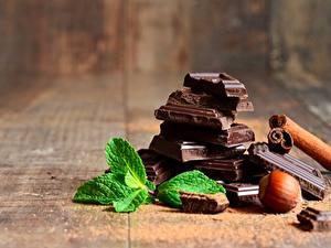 Картинки Шоколад Орехи Крупным планом Мята Продукты питания
