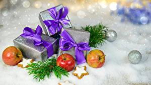 Фото Рождество Яблоки Печенье Подарки Бантик Снег Шар Пища