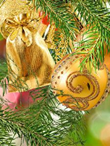 Обои Новый год Шарики Подарки Ветки