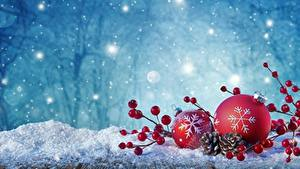 Картинка Рождество Шарики Снегу Снежинки