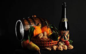 Фото Рождество Бочка Игристое вино Орехи Груши Апельсин Черный фон Бутылка