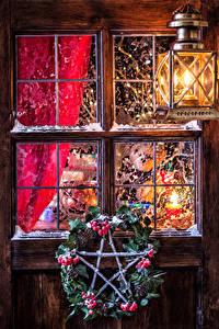 Обои Рождество Ягоды Окно Уличные фонари Ветки Шишки