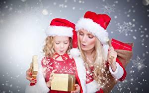 Фотография Рождество Блондинка Шапки Снежинки 2 Девочки Дети Девушки