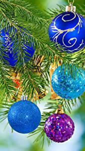 Картинка Рождество На ветке Шарики