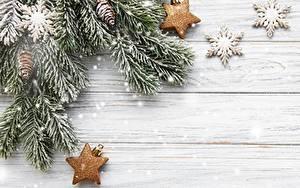 Фотографии Новый год Ветвь Снежинка Звездочки Шишки Доски Шаблон поздравительной открытки