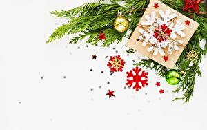 Картинки Рождество Ветвь Звездочки Снежинка Коробки Шаблон поздравительной открытки