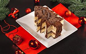 Фотографии Новый год Торты Шоколад Серый фон Новогодняя ёлка Шарики Продукты питания