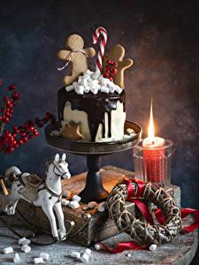 Обои для рабочего стола Новый год Торты Печенье Свечи Шоколад Лошади Маршмэллоу Еда