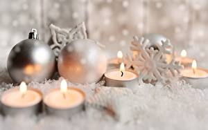 Картинки Рождество Свечи Пламя Снежинка Шар Боке