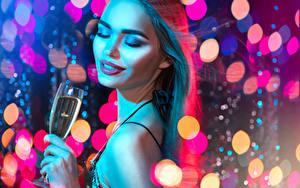 Картинка Новый год Шампанское Шатенка Лицо Макияж Бокалы