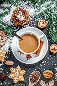 Фотографии Новый год Кофе Капучино Печенье Орехи Шишки Чашка Еда