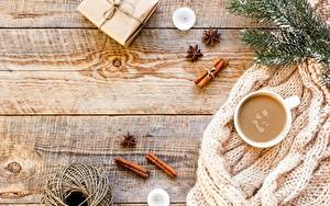 Картинки Новый год Кофе Корица На ветке Чашка Подарки Коробки