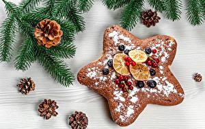 Фотография Рождество Печенье Ягоды Сахарная пудра Ветвь Шишка Звездочки