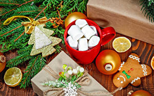 Фотография Рождество Печенье Лимоны Чашке Зефирки Ветвь Шар Подарок Новогодняя ёлка