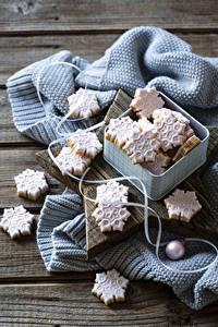 Фото Новый год Печенье Доски Коробка Снежинки Пища
