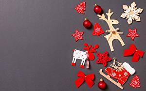 Картинки Рождество Олени Серый фон Шаблон поздравительной открытки Снежинка Коньки