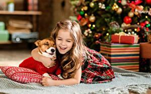 Обои Новый год Собаки Девочки Смех Радость Дети