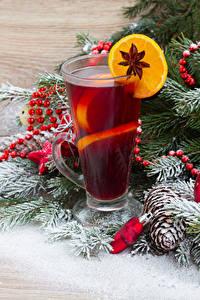 Фотографии Рождество Напитки Лимоны Бадьян звезда аниса Ветвь Стакан Шишки