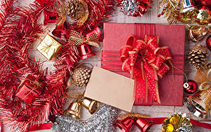 Фотографии Рождество Подарки Бантик Шишки Колокольчики Шар
