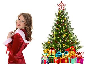 Фотографии Рождество Взгляд Шатенка Улыбка Елка Подарки Звездочки Шар Белый фон