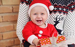 Картинка Новый год Младенец В шапке Счастье