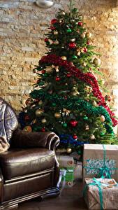 Фотография Рождество Интерьер Елка Кресло Подарки Шарики