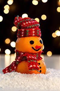 Фото Новый год Мандарины Креатив Дизайн Шапки Снеговики Шарф