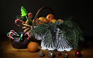 Фото Рождество Мандарины Орехи Сладости Корзина Ветвь Шарики Еда