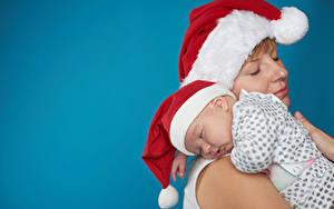 Картинки Рождество Мама Цветной фон Младенцы Шапка Спят Девушки