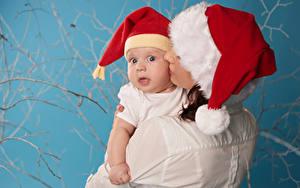 Фотография Рождество Мать Грудной ребёнок Шапки Смотрит Ребёнок Девушки