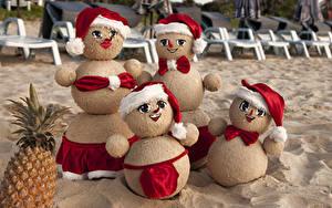 Картинки Рождество Ананасы Снеговика Шапка Песок