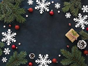Фотография Рождество Снежинка Шар Ветвь Шишка Коробка Подарков Шаблон поздравительной открытки