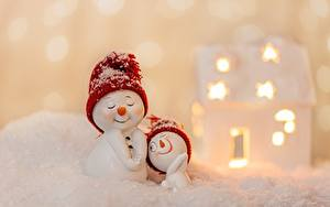 Картинки Рождество Снеговики Шапка Снега Размытый фон 2