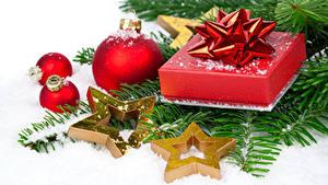 Картинка Рождество Звездочки Шар Подарок Ветвь