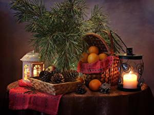 Фотография Новый год Натюрморт Свечи Мандарины Ветка Шишки Корзинка Фонари Продукты питания