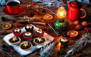 Картинка Рождество Натюрморт Чайник Кофе Свечи Пирожное Корица Орехи Доски Чашка Ветвь Пища