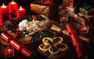 Фотографии Рождество Натюрморт Выпечка Свечи Подарок Еда