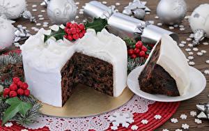 Картинки Рождество Сладкая еда Торты Ягоды Кусочек Шарики Снежинка Еда