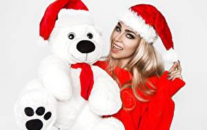 Обои Рождество Мишки Белый фон Блондинки Шапки Взгляд
