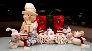 Картинка Рождество Игрушка Много Подарков Снеговики