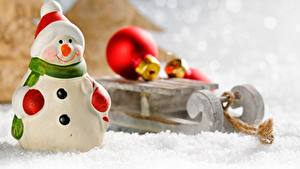 Картинка Рождество Игрушка Снеговик Снег Санях Шар