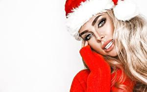 Картинка Новый год Белом фоне Блондинки Взгляд Шапка Лица молодые женщины