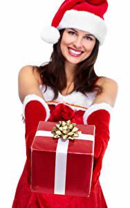 Картинки Рождество Белом фоне Боке Шапка Улыбается Рука Перчатках Подарок девушка
