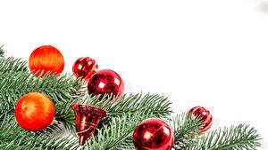 Фотографии Рождество Белом фоне Ветвь Шарики Колокольчики
