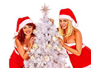 Фотографии Рождество Белый фон 2 Новогодняя ёлка Униформа Шапки Смотрит Шар Девушки