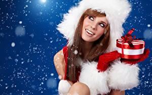 Картинки Рождество Шапки Подарки Бантик Шатенка Улыбка