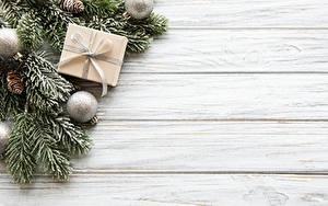 Фотография Рождество Доски Ветки Шарики Шишки Коробка Шаблон поздравительной открытки