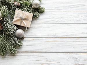 Фотография Новый год Доски Ветки Шарики Шишки Коробка Шаблон поздравительной открытки